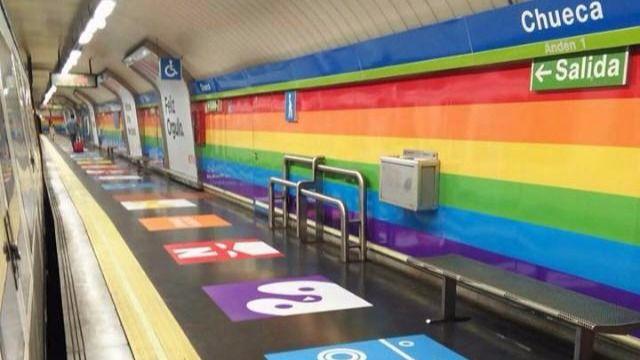 Recogen firmas para que la estación de Chueca siga pintada de arcoíris tras el Orgullo  https://t.co/FvXnpgX1tz https://t.co/reHwfJoW4u