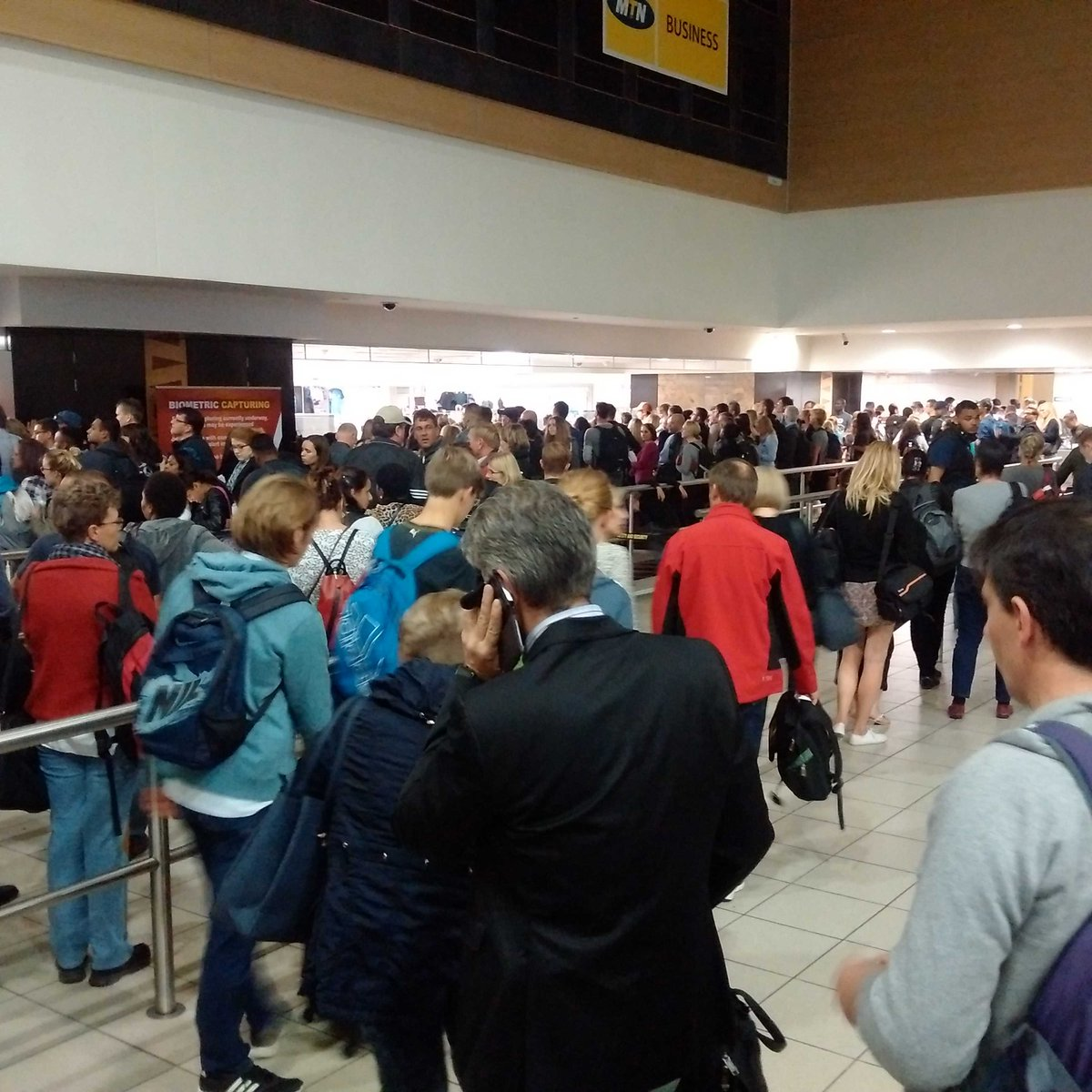 Unprecedented chaos at the ORT passport control. Most of these people will miss their flights. https://t.co/24iJycOn4x