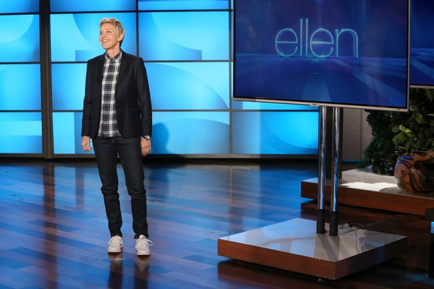 Now on #TheEllenShow: #DavidSpade + performance by #MarenMorris & #Zedd #TheMiddle https://t.co/Ao8pDeCL96