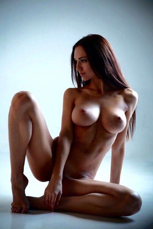 Русская модель идеальные формы голая фото