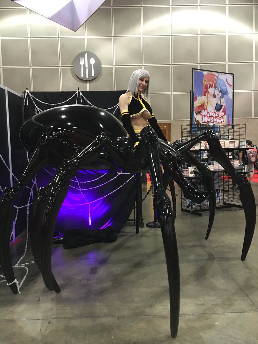 A Rachnera / Monster Musume cosplayer on a giant spider at the @gomanga booth at #AX2016 https://t.co/iwyCLWzjWF