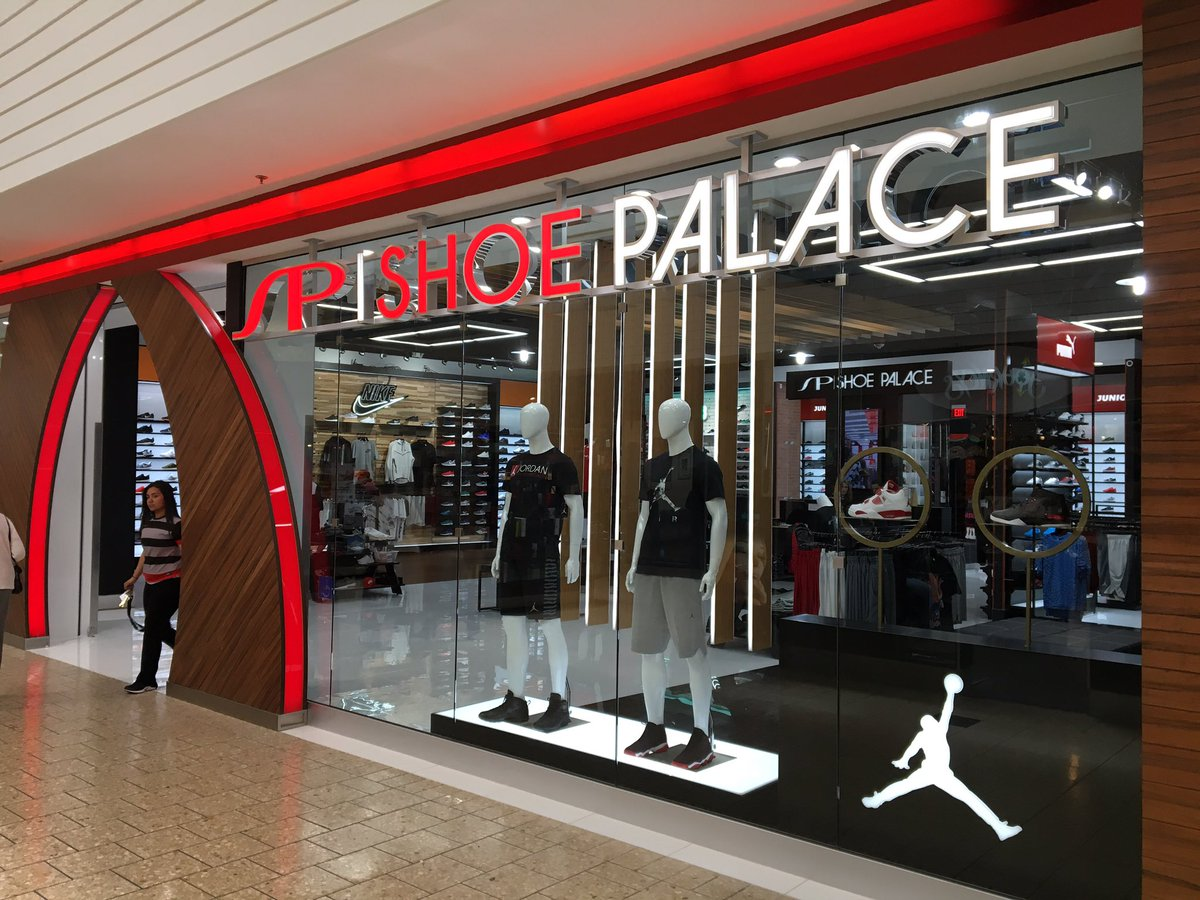 A new Shoe Palace opened in Salinas