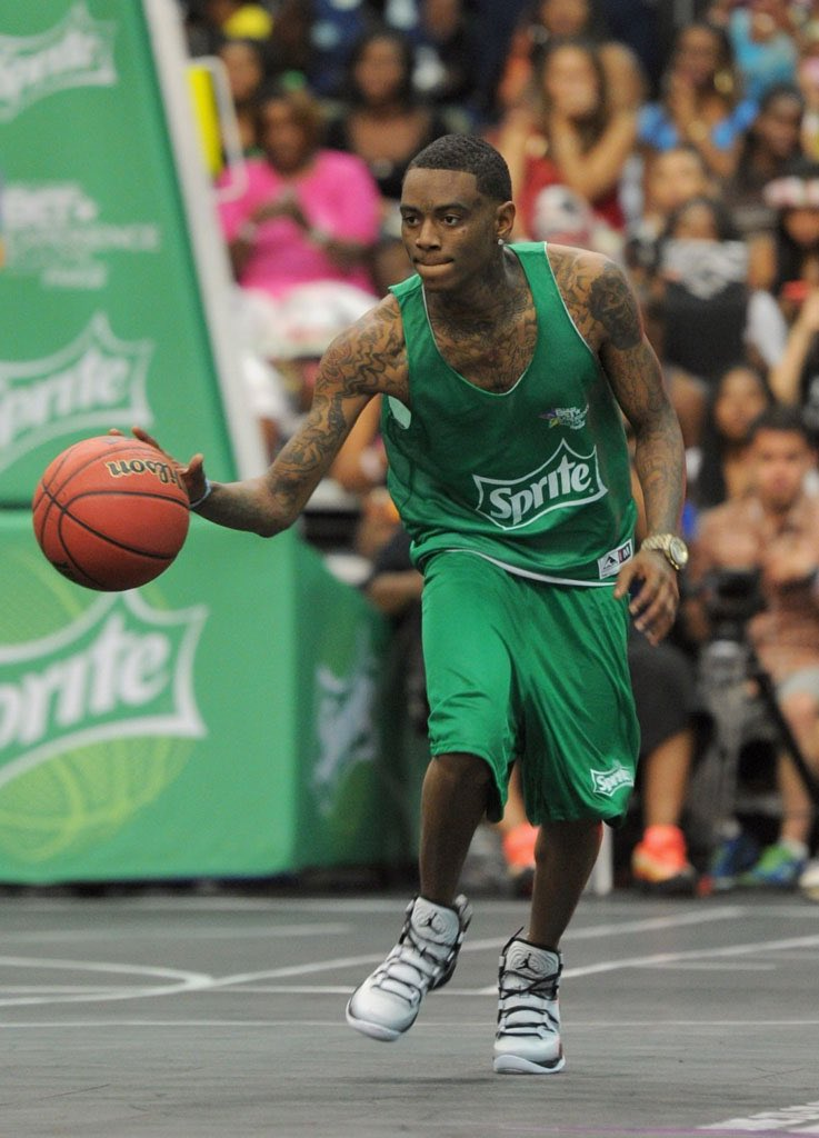 BREAKING NEWS: The Los Angeles Lakers have signed Soulja Boy to a 5Year, $120 Million Dollar Contact  #NBAFreeAgency https://t.co/qs86YyMaj9