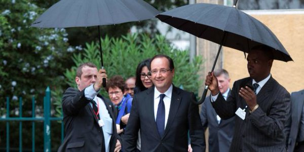 Il aura même été à l'origine d'un concept : la paire de porte-parapluie, fort utile en cas de pluie tourbillonnante. https://t.co/DtoXFoc4Mq