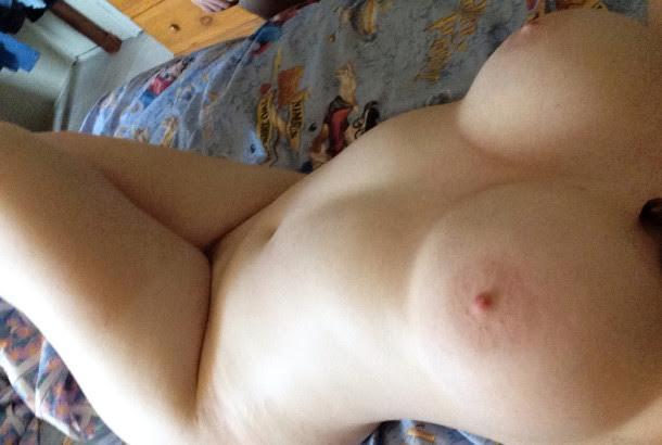 Nude Selfie 6540