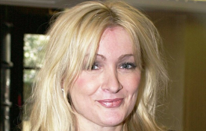 So sad to hear about Caroline Aherne. Thanks for all the laughs, lady. Our thoughts go out to her family & friends. https://t.co/sm1Vy8WupA