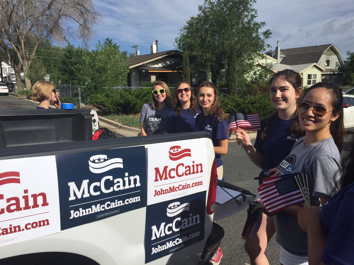 Decorating the McCain Truck! @TeamMcCain #AZSen https://t.co/0mME3YBd1G