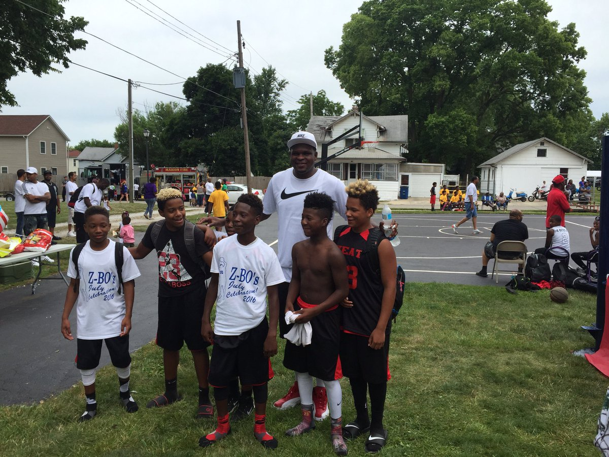 .@MacBo50 posing with kids at Z-Bo's July celebration. Open division start after noon.