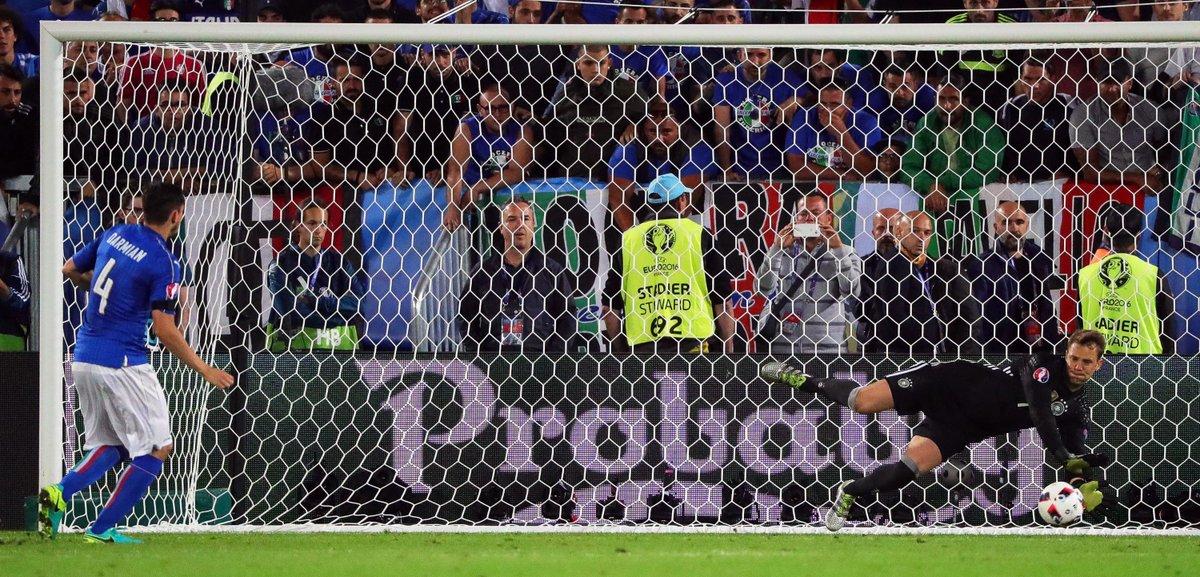 Manuel Neuer Fußballgott! #EURO2016 #GERITA https://t.co/rgDl1cTbKc