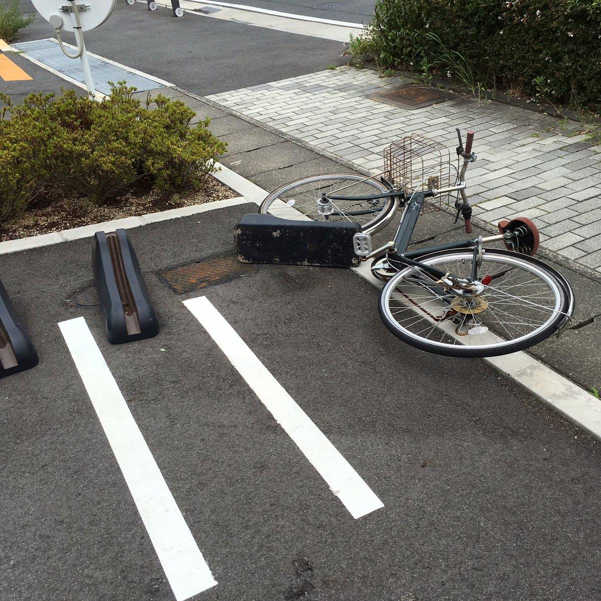 強風が故の悲劇。なお、自転車をホールドするという目的は死守している模様。 https://t.co/6EMUiE1DPM