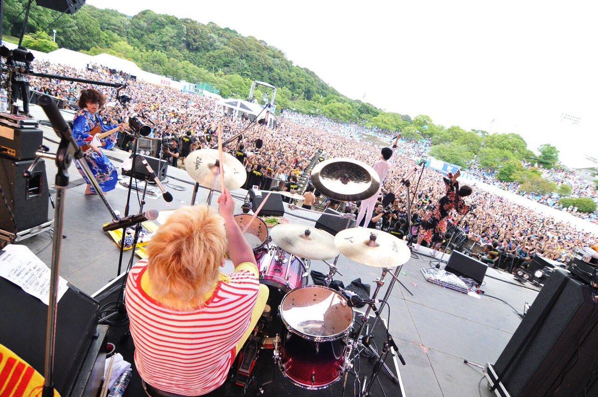 京都大作戦、源氏ノ舞台! やり切りましたーっ!めちゃ緊張したー!凄い良い顔が溢れとった♪ ステージ袖見て嬉しかったー♪ フロア後ろの方まで、見てくれてありがとう ☆ 追伸:モリス運んでくれた皆ほんまありがとw #mik2016 https://t.co/KzYkNbRukH