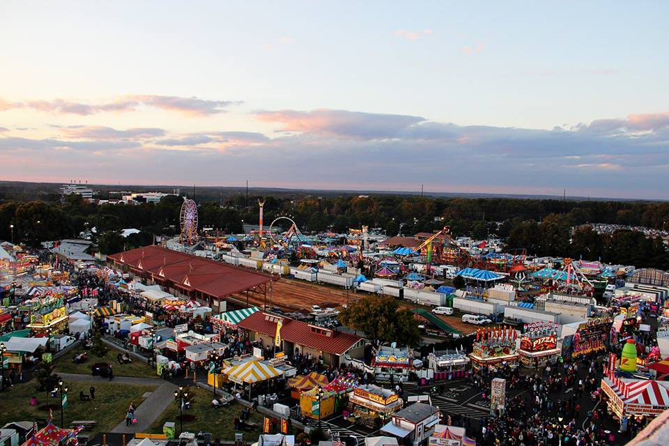You dream of Ferris wheels, pig races, turkey legs and deep fried candy bars in October! #GrowingUpInNorthCarolina https://t.co/G0y2TbfAEE