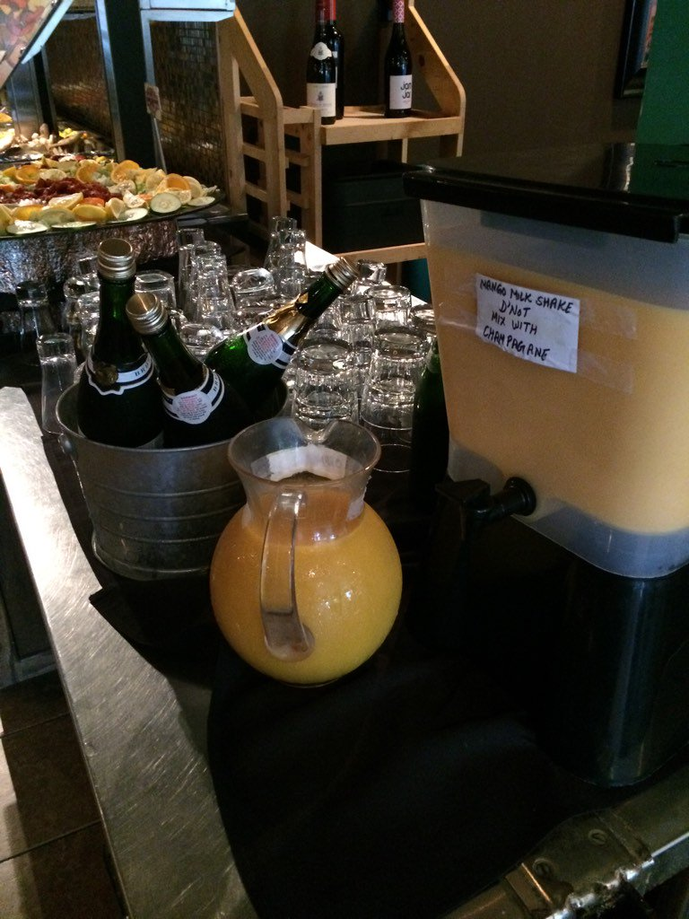 Sunday morning buffet brunch at Mint in #ChapelHill w/ help-yourself mimosas #loveourdowntowns https://t.co/IxiGl0jIpO