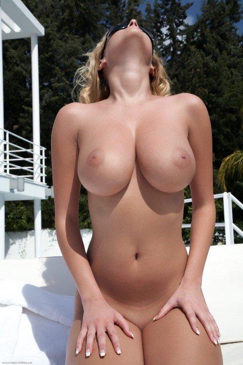 Посмотри сиськи голые сиськи фото