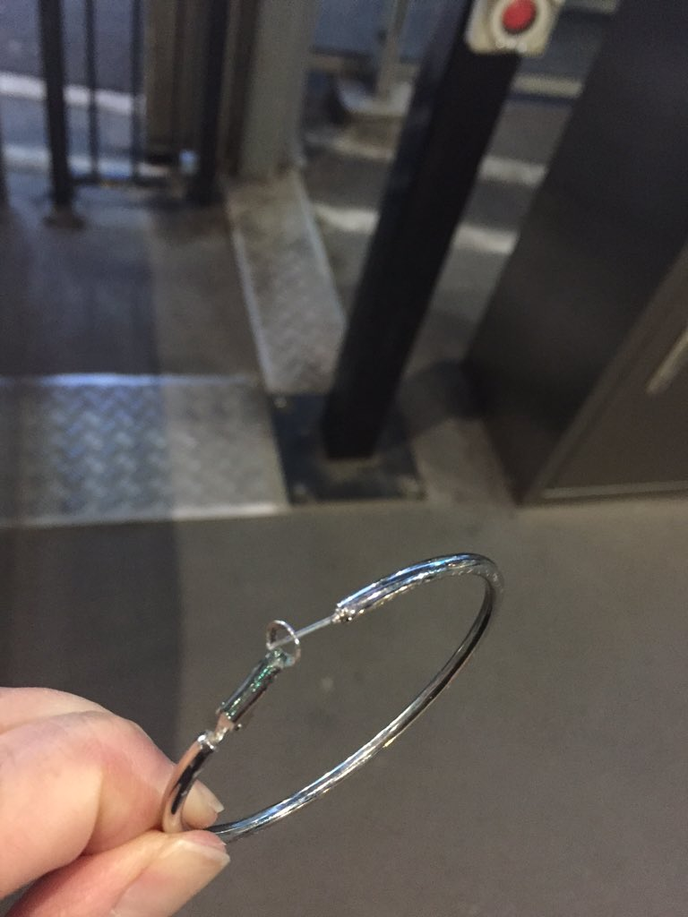 If you dropped this at Southern Cross station, contact Lost & Found @metrotrains. Just provide time & loc . https://t.co/fN723rV6Dt
