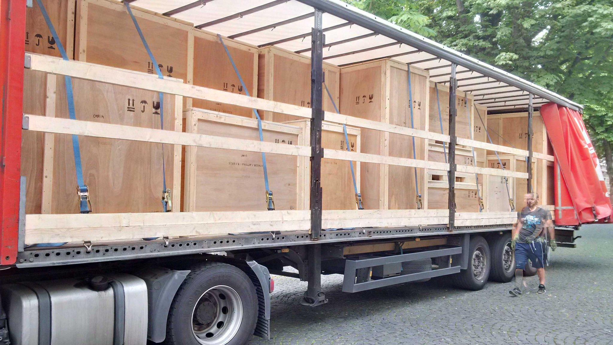 @sparks_eu The truck has arrived. Let's go. https://t.co/E5931oTMPm