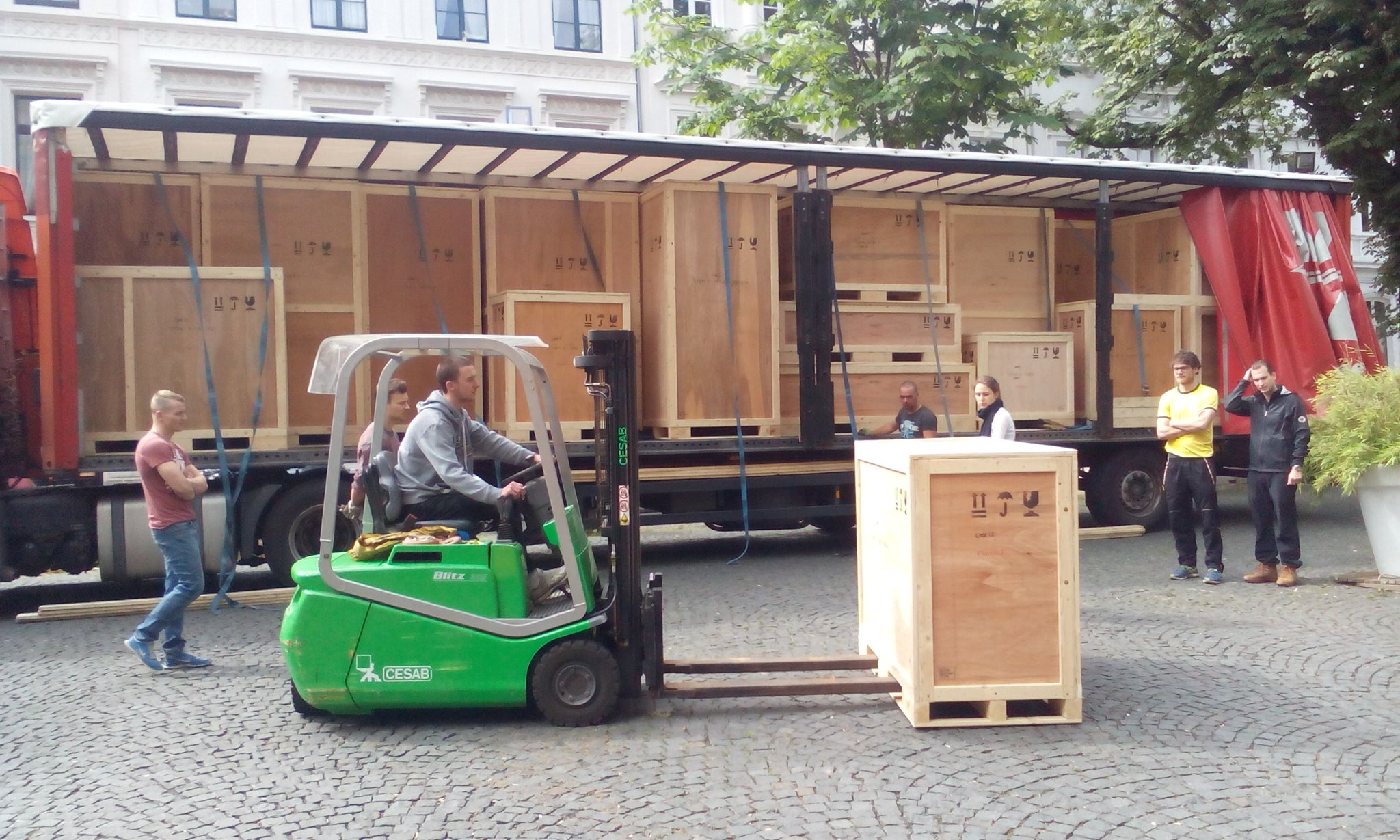 Welcome to Bonn #BeyondTheLab! From the truck to the museum, our European exhibition on tour https://t.co/IBQFJHX4nW https://t.co/LmM08IEmIS