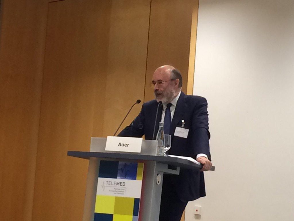 Mr. eHealth AT, Clemens Auer, tanzt nicht nach Brüssels Pfeiffe, lieber W.Walzer - also eHealth Netzwerk #telemed16 https://t.co/XHkPahlHIG