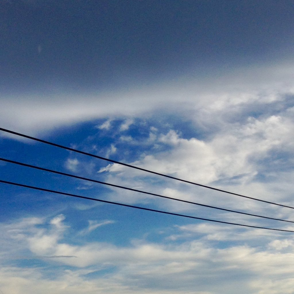 ウヅネさんと大はしゃぎしながら雷を撮ろうとする。 うまく撮れなかった…\(^o^)/ 虹はなんかうまく撮れませんでした。 夕立の後の青空ほんと綺麗で好き。