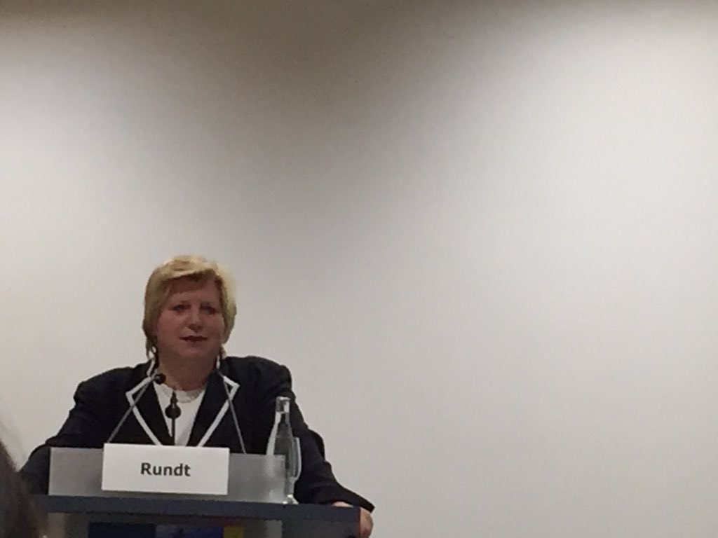Niedersächsische Gesundheitsministerin C. Rundt: eHealth-System muss sicher sein und braucht Vertrauen. #telemed16 https://t.co/IPt9SMeg8R