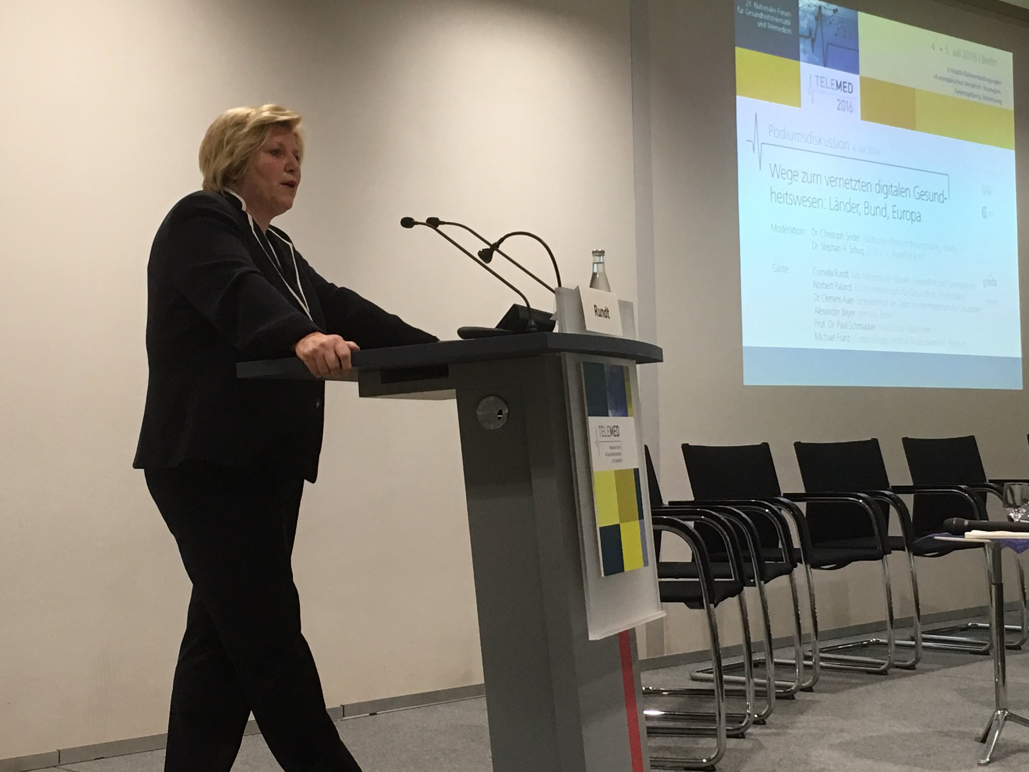 Ministerin Rundt (Niedersachsen):  Digitalisierung im Gesundheitswesen nur mit Kontrolle und Akzeptanz #telemed16 https://t.co/jx3dGhCxTR