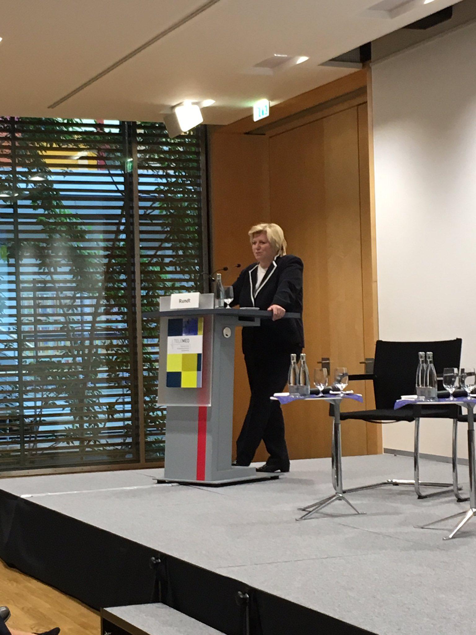 Rundt @NdsLandesReg Wege zum vernetzten Gesundheitswesen: Warum ist Deutschland langsamer als EU Umfeld? #telemed16 https://t.co/zJo0mC7UYk