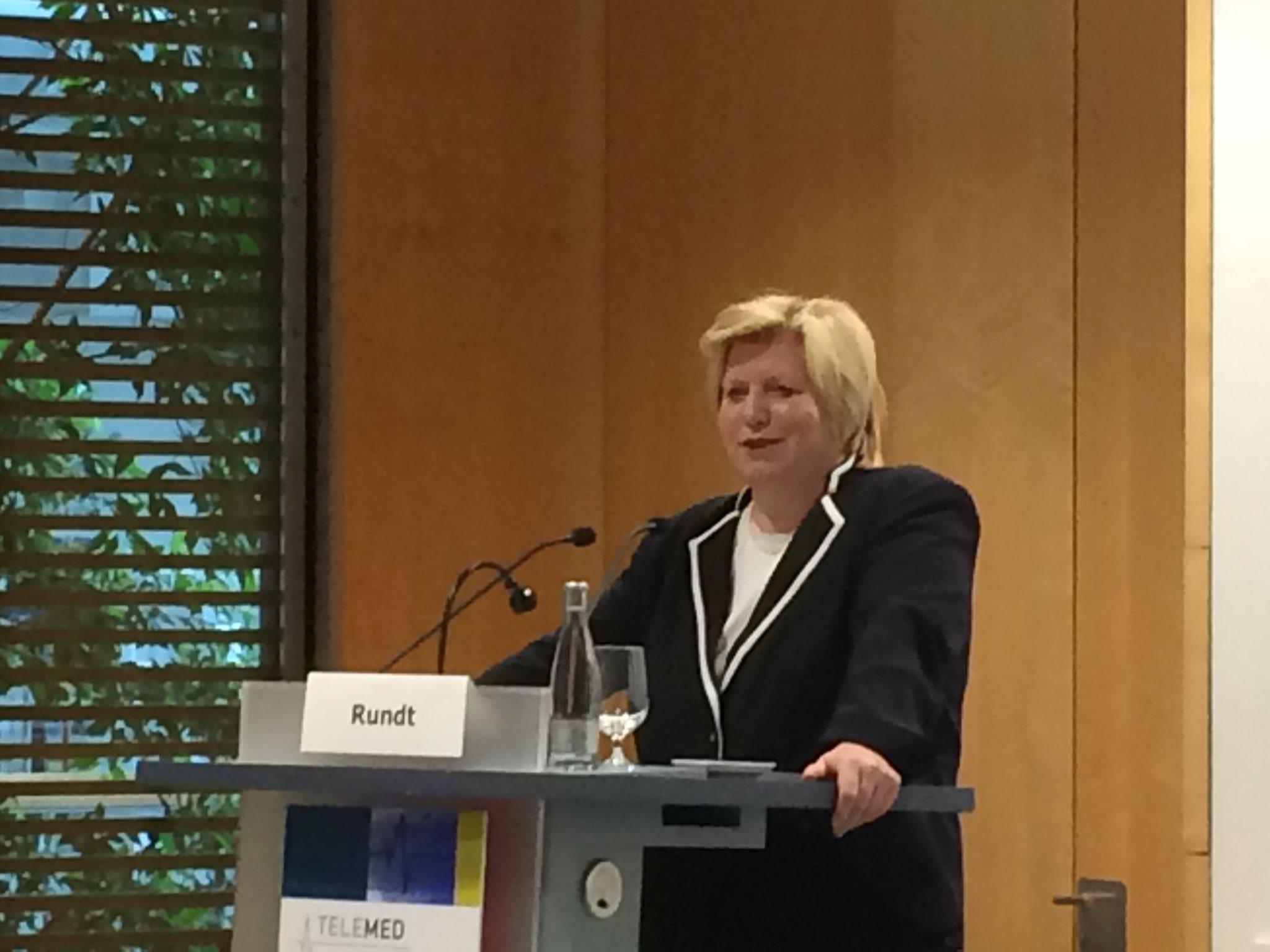 Rundt Engagement @NdsLandesReg #Telemed16 zB Niedersächsischer Gesundheitspreis prämiiert Innovationen in eHealth https://t.co/Jji5wlRKYo
