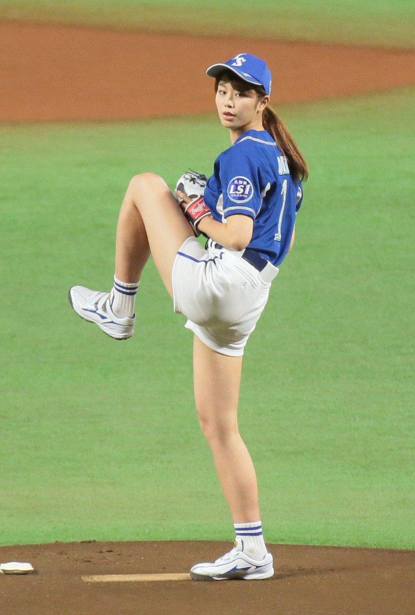 ソフトバンク対日本ハム戦で始球式を務めた稲村亜美