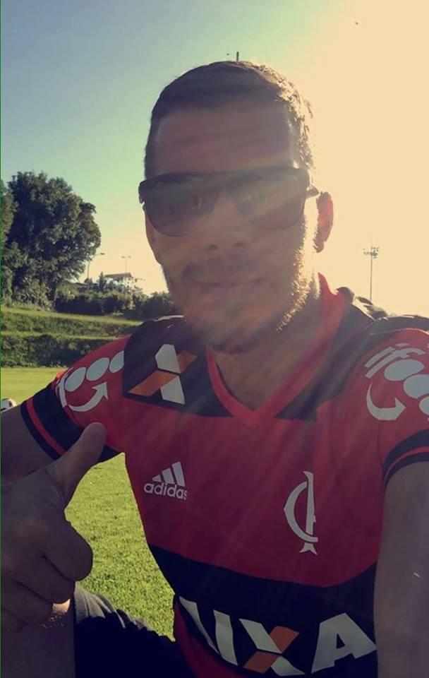 Olha só o @Podolski10 com a nossa camisa! Adoramos :) #iFoodSalva #iFoodNoMengão https://t.co/tGC71MbPyt