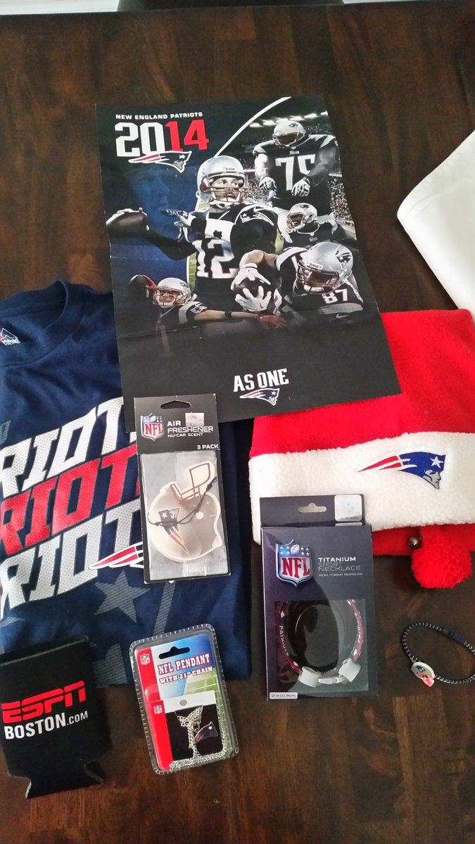 ChristmasinJuly. RT & Follow to win this #Patriots prize pack. Winner picked 7/10 #PatriotsNation #TheBergandtheBurb https://t.co/snh16cH2Zk