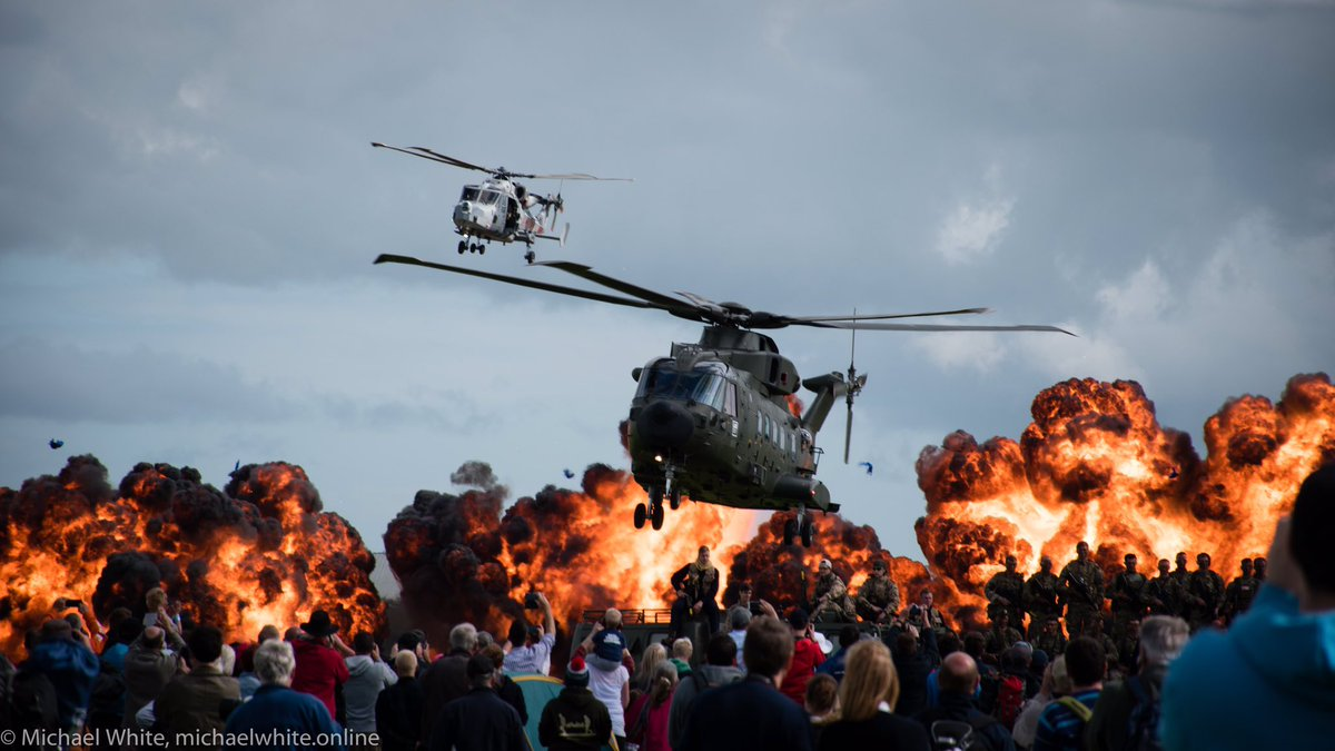 Still on a high from @YeoviltonAirDay. 1,300 photos in total! Here are some of my better ones. #YeoviltonAD16 https://t.co/XMnf4svURJ