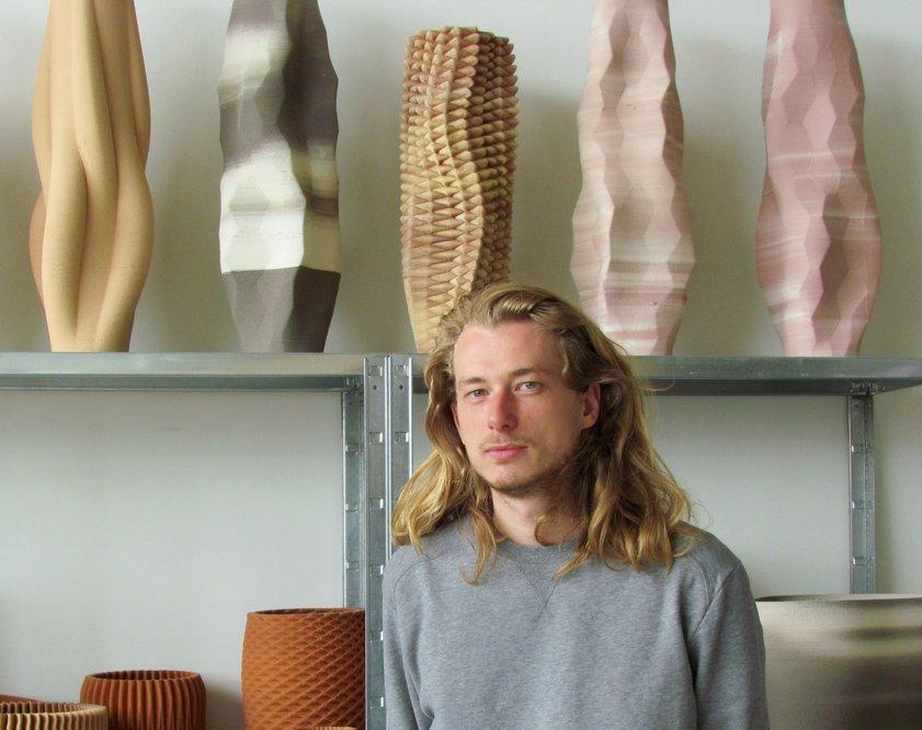 van Herpt's Incredible Ceramic 3D Printer https://t.co/wQyO8upkC1 #3DPrinting https://t.co/IvwPJx7F4s