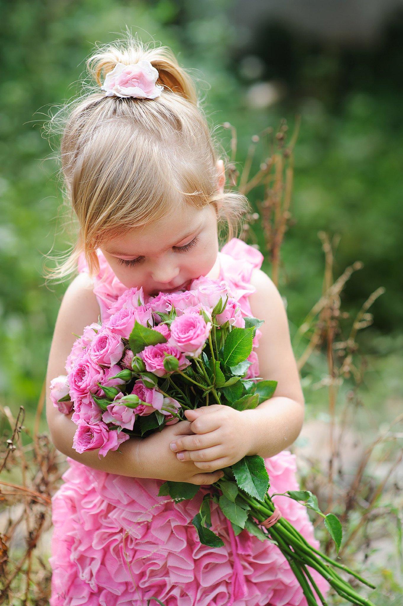 Смешные картинки детей с цветами, днем рождения поздравления