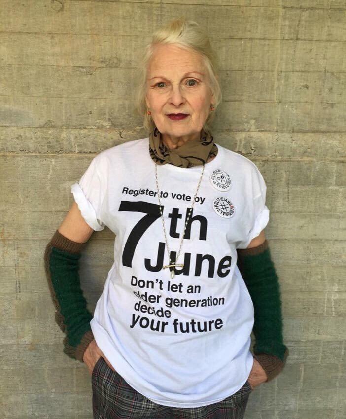「上の世代にあなた達の将来を決めさせてはだめ」と若者に投票に行くように促すTシャツを着用したヴィヴィアン https://t.co/79YPUyt2wg
