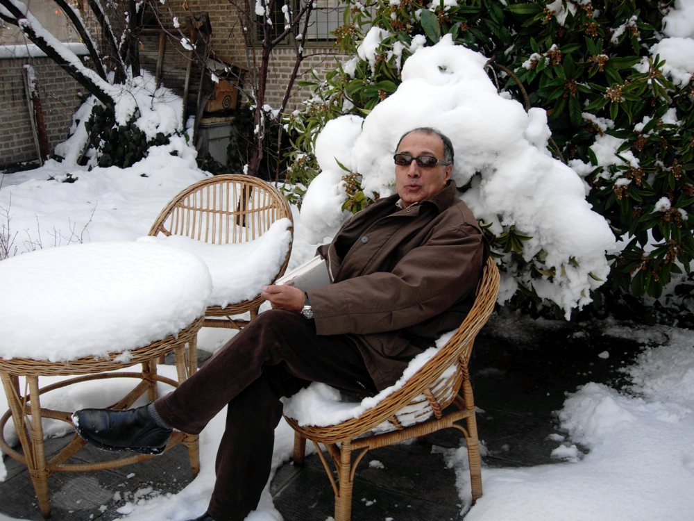 Abbas Kiarostami, one of cinema's very greatest, has died at 76: https://t.co/4fGvZ8li7v https://t.co/NuAYNNG2Iq