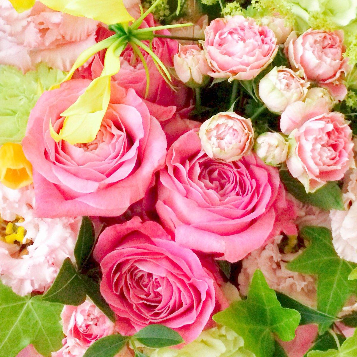 きょうでデビュー30年。みなさんほんとにありがとう。。♡ 離れて住む友達が娘さんと花を贈ってくれました。 https://t.co/yfEibb0nMb