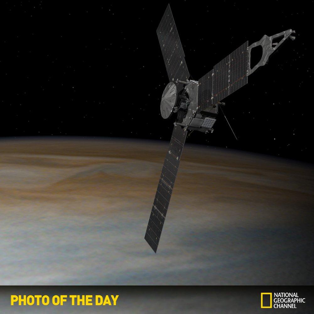 #NGC오늘의포토 NASA의 목성탐사선 '주노'가 잠시 후 목성 궤도로 진입합니다. 인간이 보낸 우주선이 목성 극지방 상공의 궤도를 지나는 것은 이번이 처음입니다. https://t.co/tqeMoSvKtg