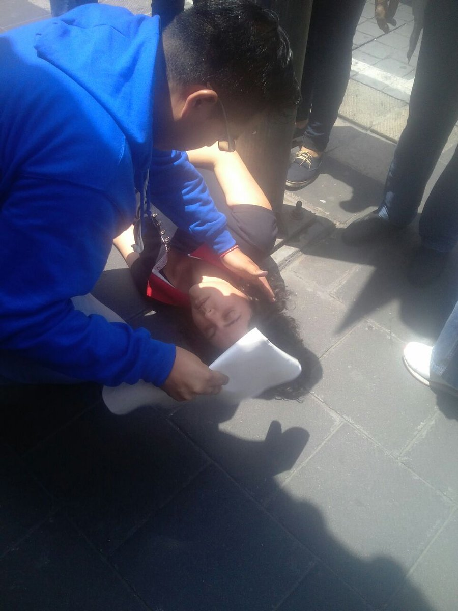 Granaderos agreden a reportera Ana Rosete de Crónica durante cobertura de manifestación https://t.co/38fMWpf9QI https://t.co/D0JIeQx5gy
