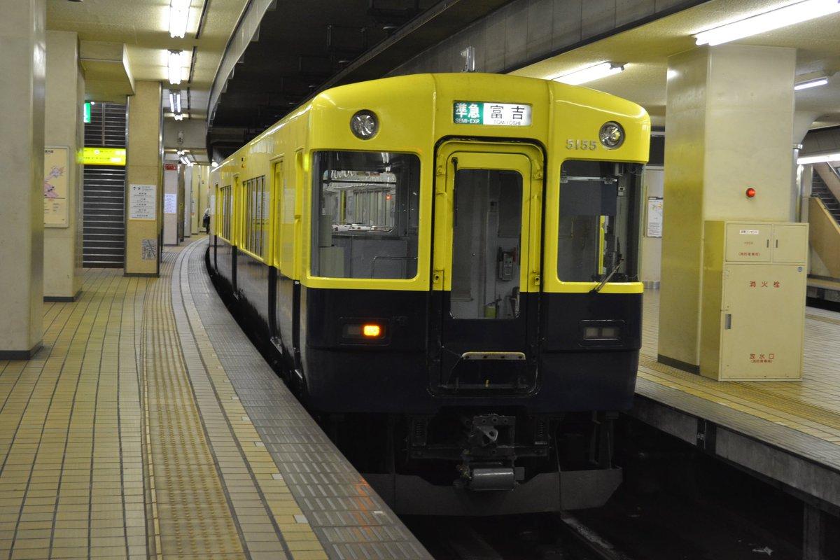 名古屋線8321 VX05  名古屋線に入線するのは塗装を変更してからは五度目です。 5日は2130列車に充当するまではずっと明星車庫に留置していました。 6日の820列車から大阪線に戻ります。 https://t.co/k2j62z2Aj4