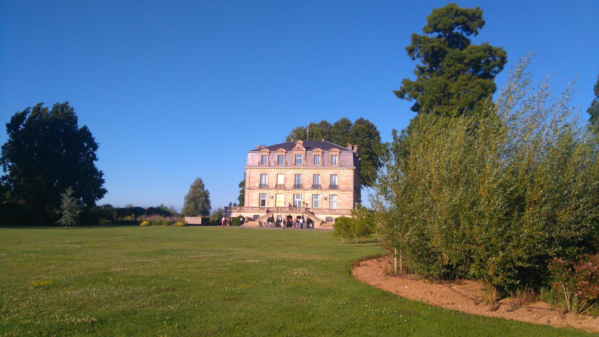 Superbe lieu #ChâteauGrattequina pour fêter #Apacom20ans https://t.co/sFZk5WzsOJ
