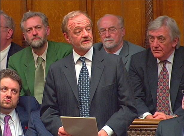 Can we talk about Jeremy Corbyn's green suit and tie in this old photograph? https://t.co/pZ0XLdRDQc
