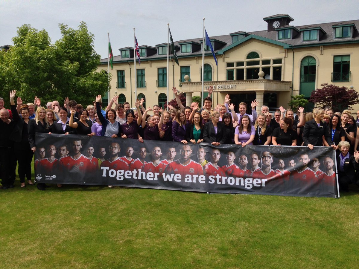 Good luck tonight @FAWales we're all behind you at the Vale Resort ❤️⚽️ #TogetherStronger #WALPOR https://t.co/m6g7kH2yiu