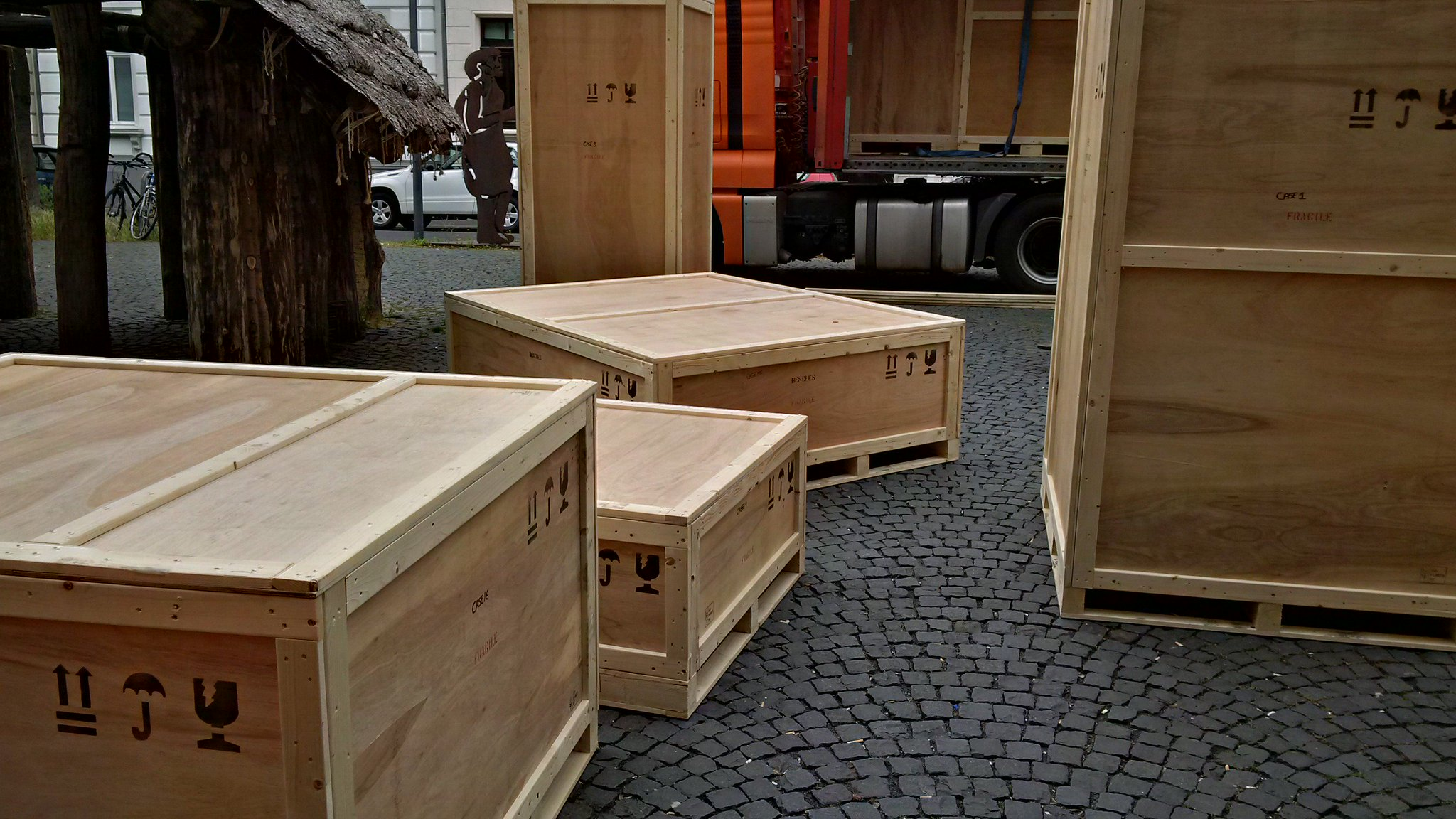 What's inside the boxes? Discover it as from tonight in #BeyondtheLab in @lvrlandesmuseum & tomorrow @sciencemuseum https://t.co/sol4gy5A8q
