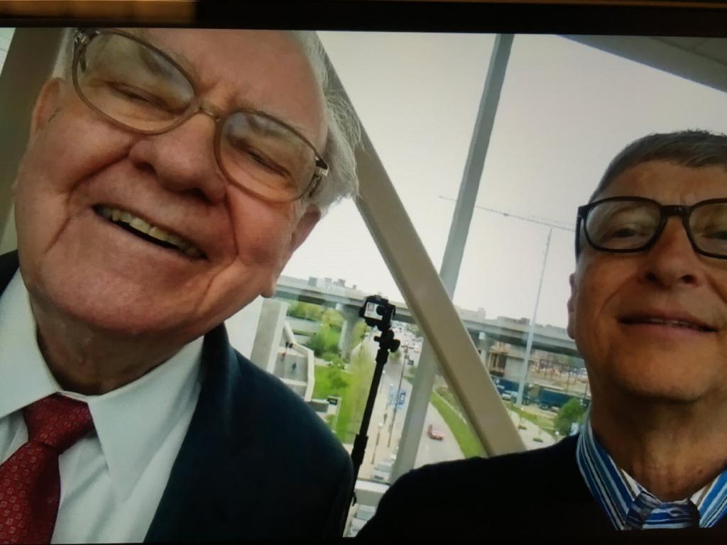 See Bill Gates and Warren Buffett sing, eat Dairy Queen treats in VR