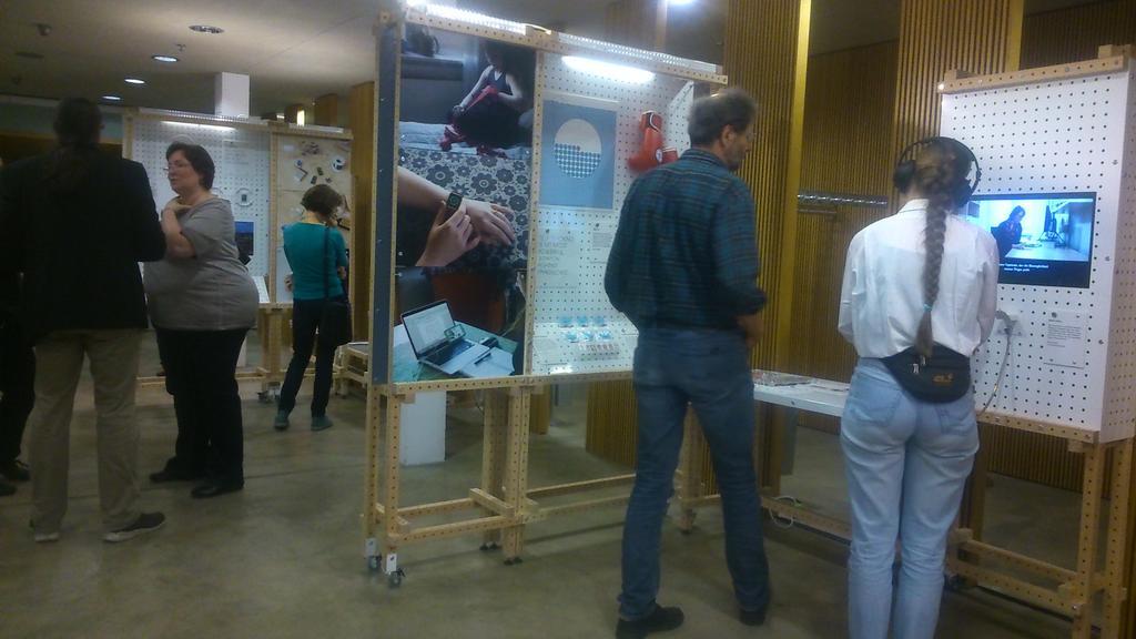 """Die Ausstellung """"Mehr als nur Labor"""" ist offiziell eröffnet: https://t.co/oF2g2gU641 @lvrlandesmuseum @sparks_eu https://t.co/z18mp581CH"""