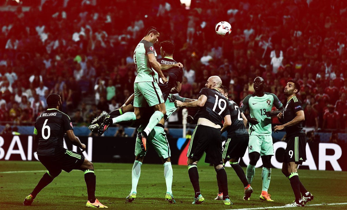 Look at the height on this jump... #Ronaldo #PORWAL https://t.co/WM5uOh3Yqw