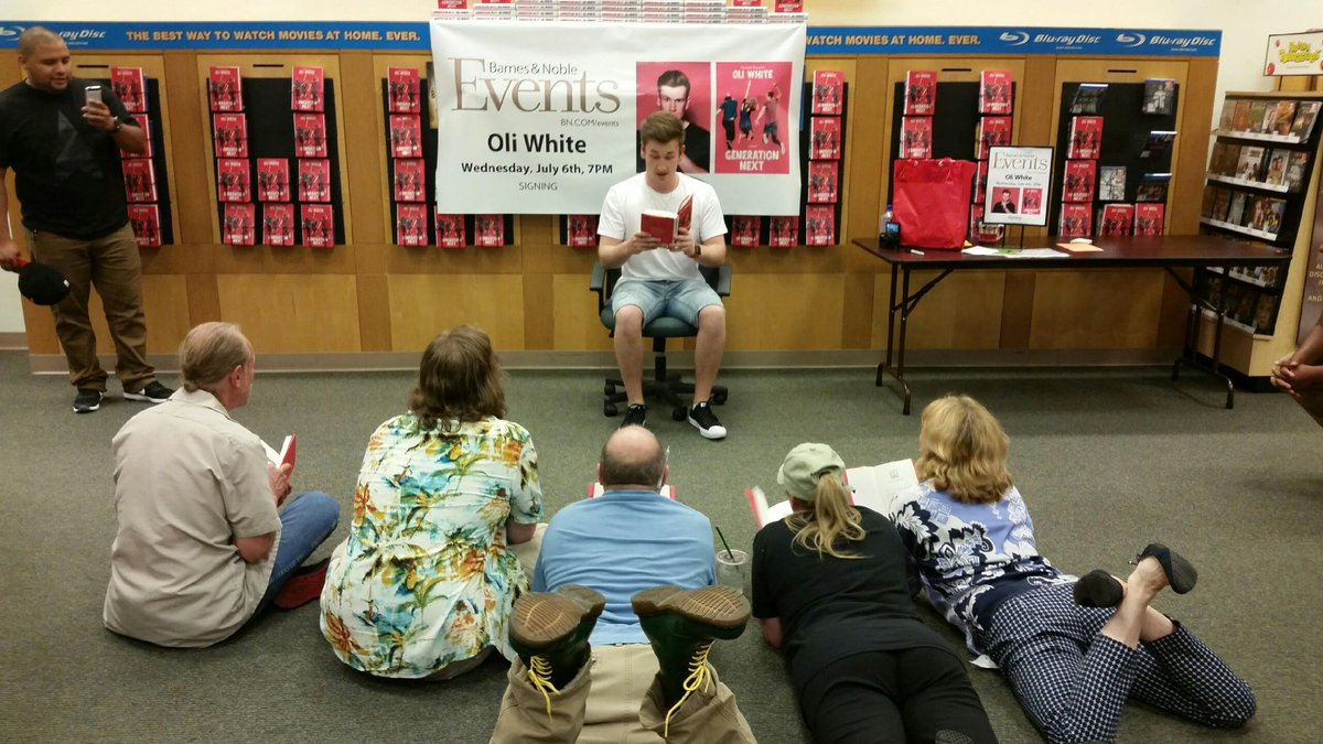 Adults like teen books too! Story time with @OliWhiteTV ! #bnbookchallenge #bnstatenisland #GenerationNext