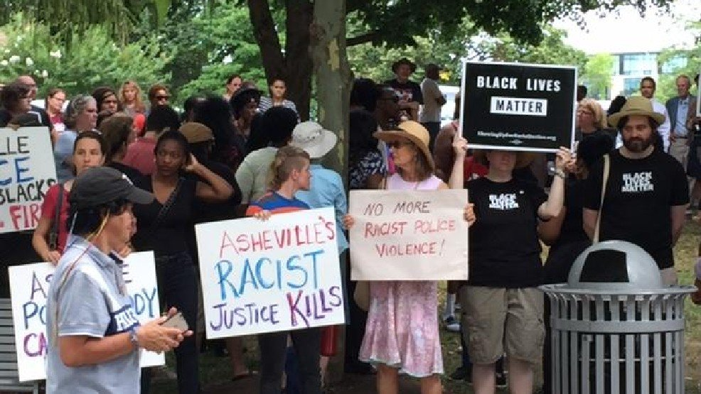 Meanwhile in North Carolina. A few days ago Jerry Williams aka #JaiWilliams was shot 7 times by a Asheville officer https://t.co/Nlty9V89Nc