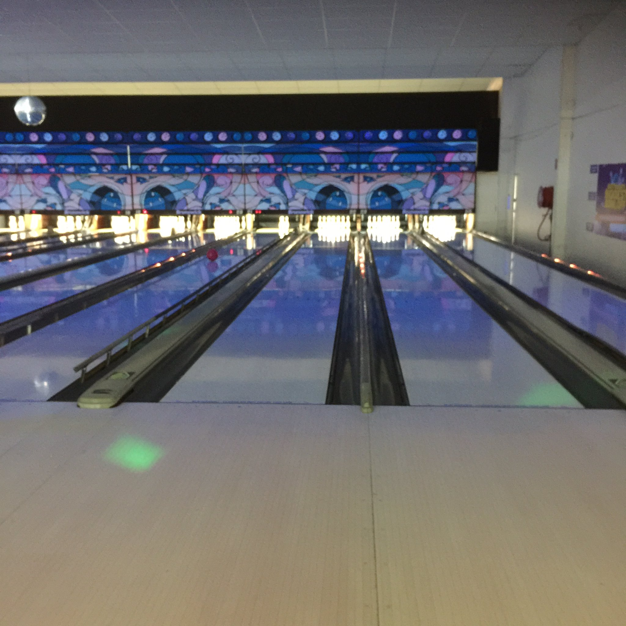 Anna from Australia here! Am fighting a bowling battle as I type this! #WeirdEd https://t.co/4262EfBnnI