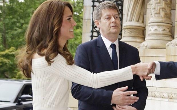 df46fb189 Kate Middleton usa vestido da estilista gaúcha Barbara Casasola https://t.co